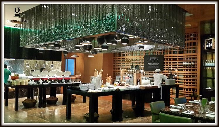 The Buffet Dinner At Flavors Features Quite A Lot Of Must Try Dishes Seafood Counter Provides Fresh Oysters Mussels Alaska Crabs And Prawns