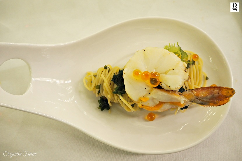 Chilled Angel Prawn – Angel hair pasta tossed with seaweed and Yuzu dressing, garnish with salmon roe