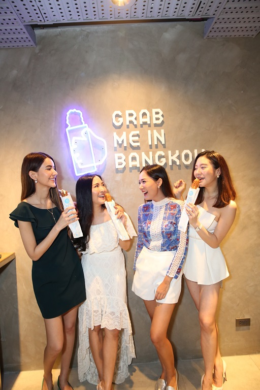 Croquant Chou ZAKUZAKU, the original cream puff from Japan, is now open in Bangkok at Siam Center
